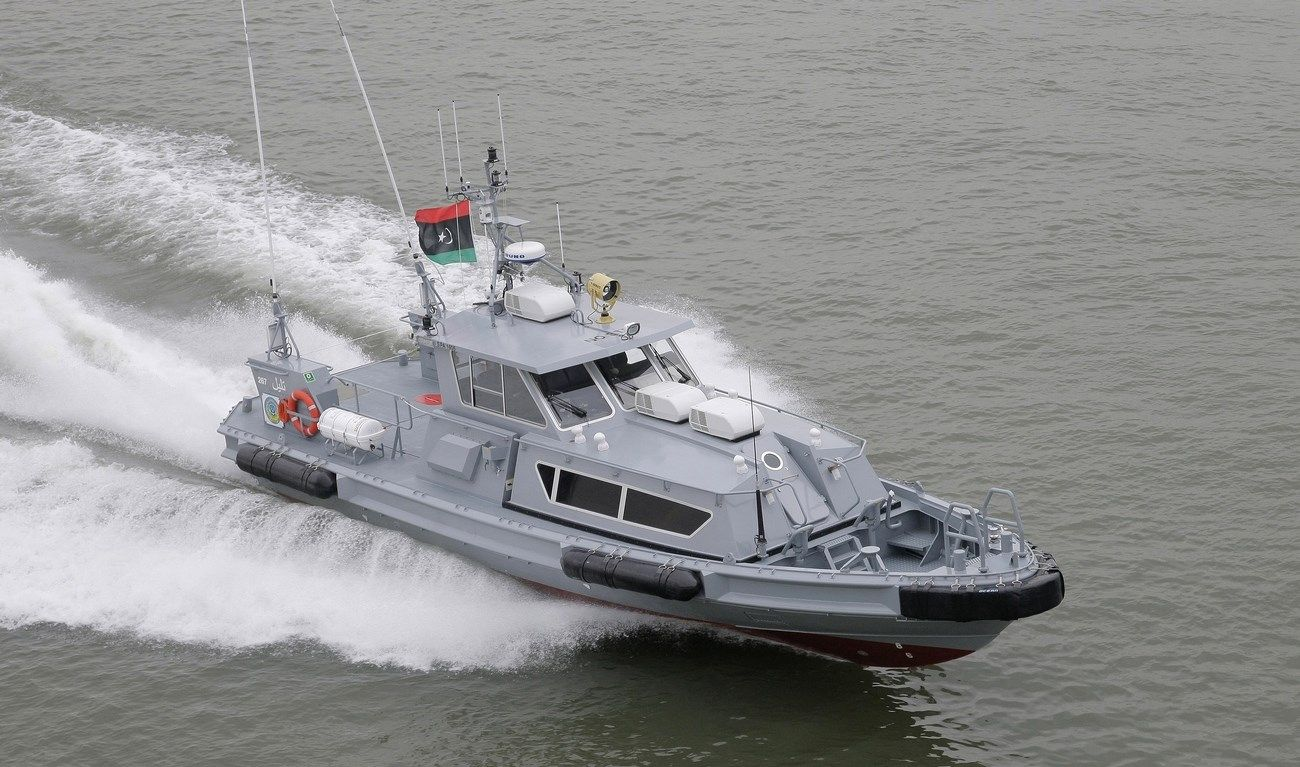 THE STAN PATROL IS FULLY EQUIPPED FOR PATROL DUTIES IN HARBOURS, COASTAL WATERS AND OFFSHORE  Ótimo modelo para as funções da Polícia Federal!