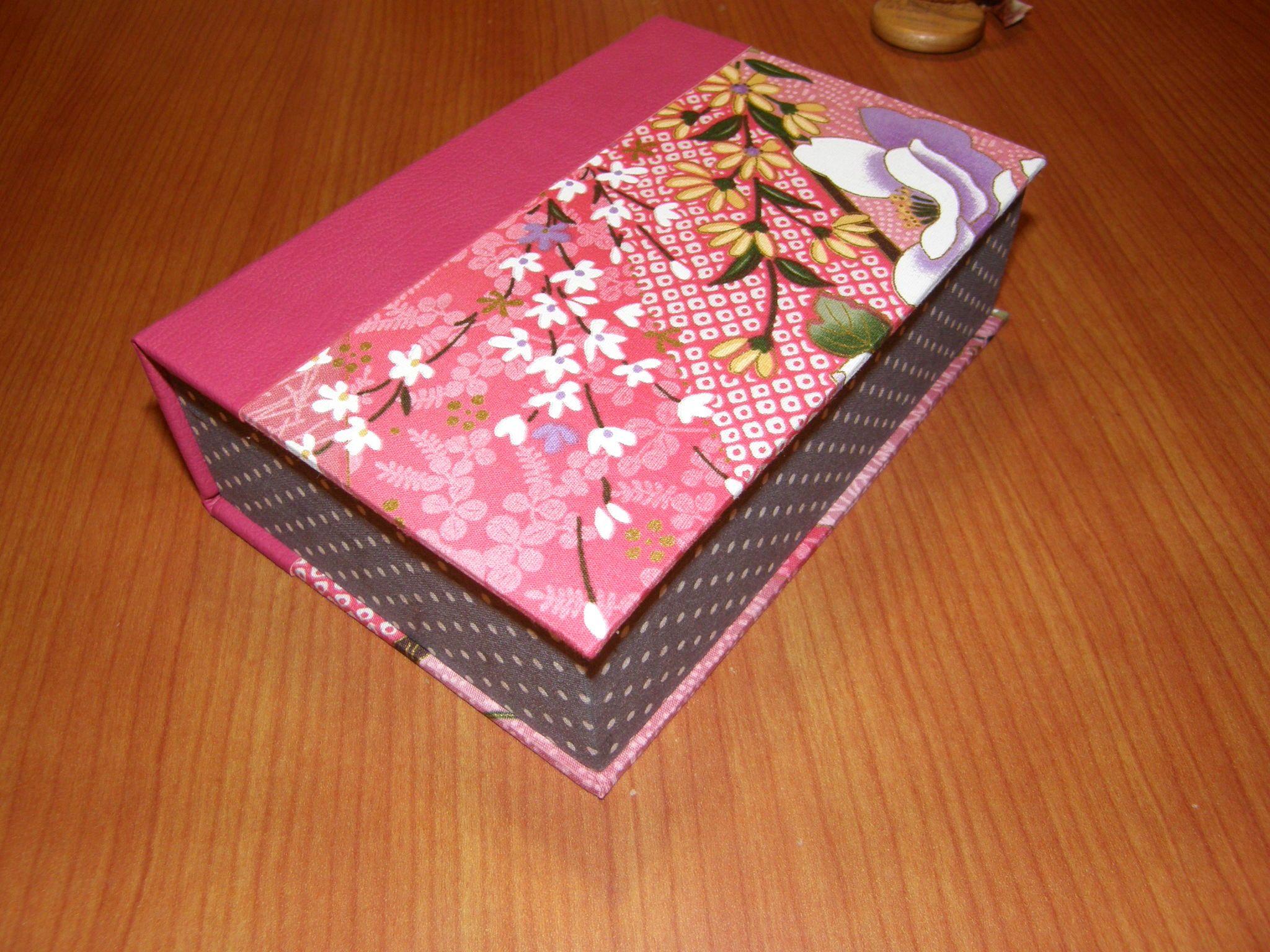 petite boite livre tuto carton marie tuto couture. Black Bedroom Furniture Sets. Home Design Ideas