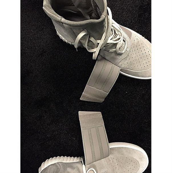 Kanye West x Adidas Yeezy Boost  a234d943b5e30