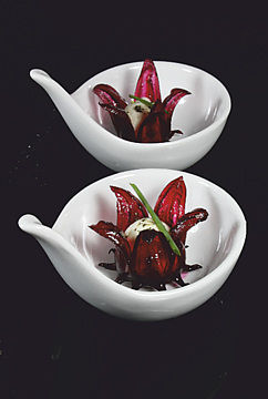 Hibiskusblüten in Sirup