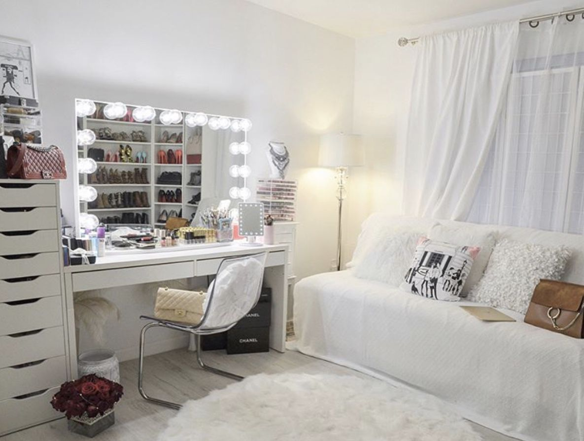 Beauty room inspo in 17  White wall bedroom, Beauty room