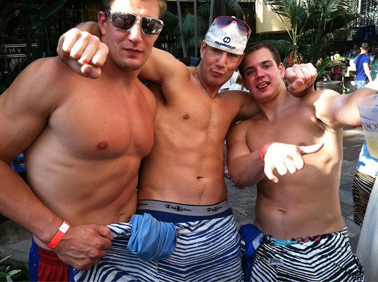 Gronk With Bros Gordie And Glenn Rob Gronkowski Athlete Guys