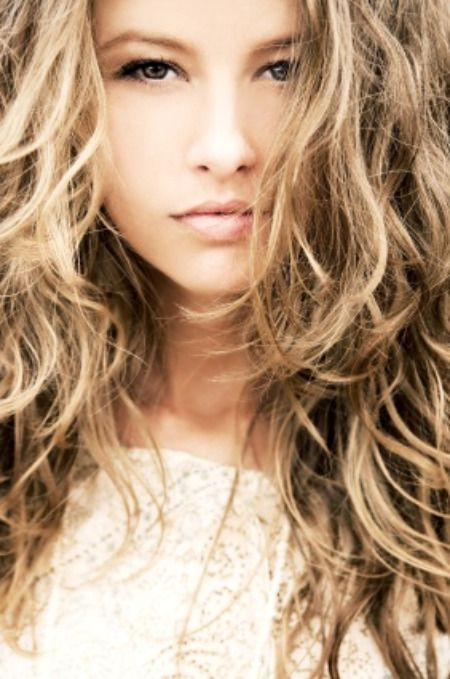 Really great website to show you how to get great curls with no heat at least 7 different ways