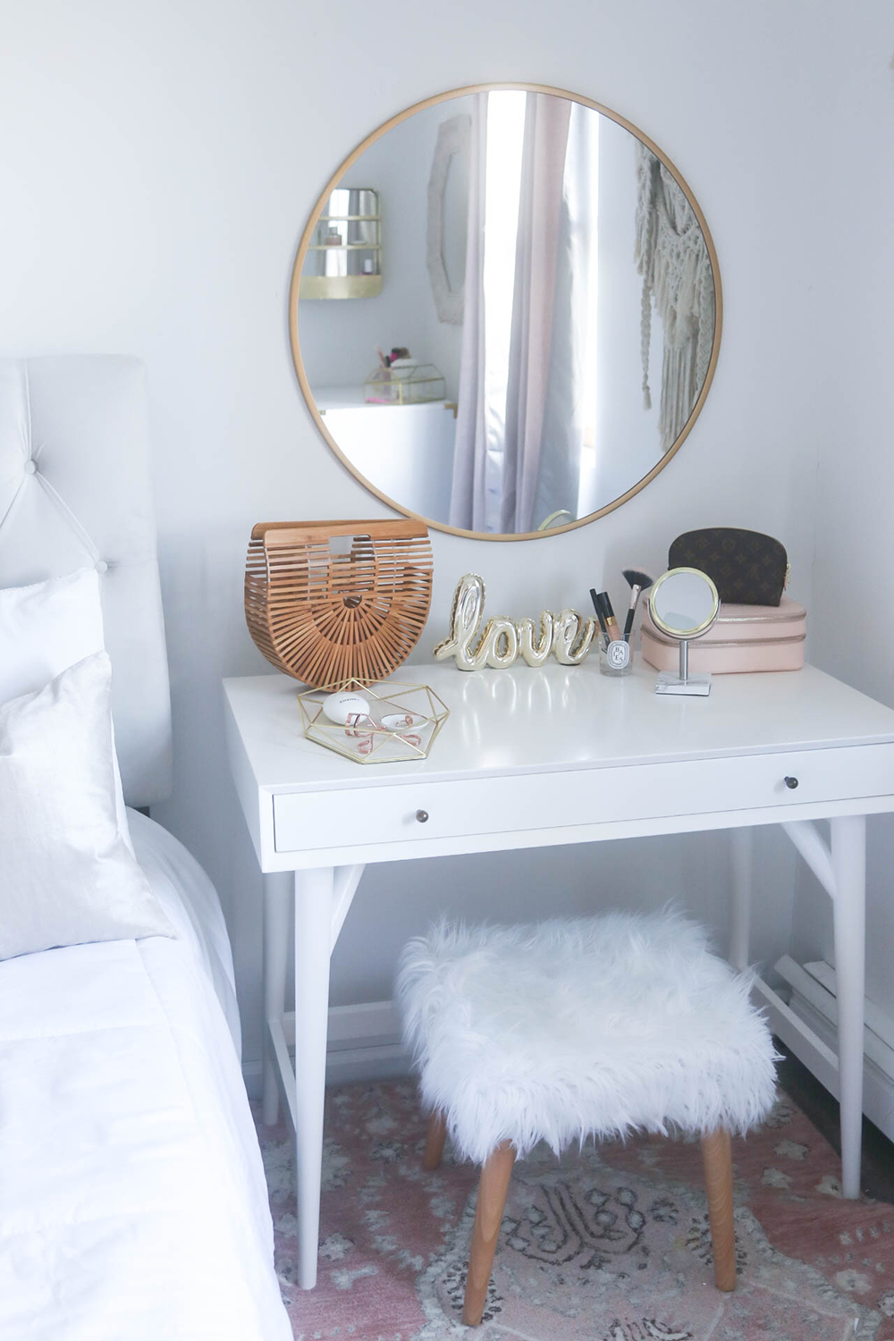 Small Bedroom, Small Vanity, Small Space Solutions #decoratingsmallspaces