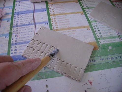 Tuto fabrication de tuiles et d 39 une cole tecnicas materiales creche de noel santon - Fabrication maison en carton ...