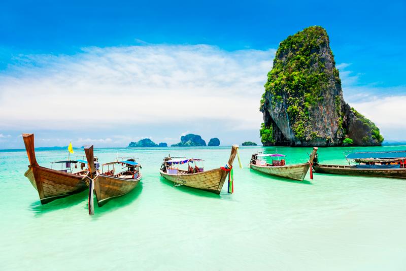 Phucket, situada en la costa oeste del Mar de Andamán, es la isla más grande de Tailandia y si el viajero quiere podrá encontrar rincones vírgenes de arena blanca a lo largo de sus costas. #atlantaexperiencias #atlantaexperiences #phuket #tailandia #asia #experienciasdelujo #viajesamedida #viajesdeincentivo #incentivetravel #vacation #holidays #vacaciones #luxury #experiences #viaje #trip #travel #instatravel