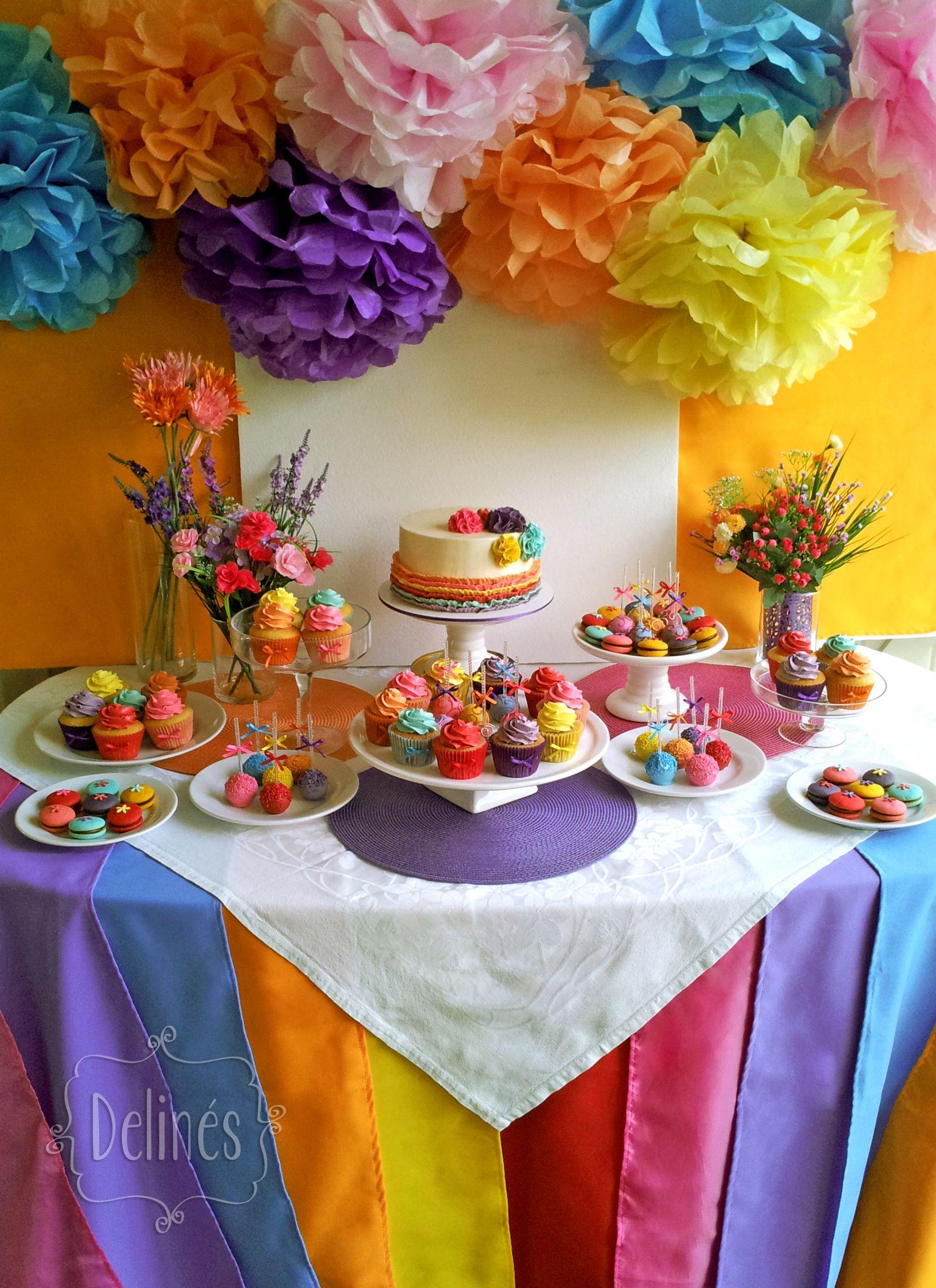 15 multicolor mesas dulces pompones y volar for Decoracion mesas fiestas