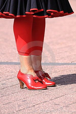 www.streetstylecity.blogspot.com Be inspired by the people in the street Vintage red shoes