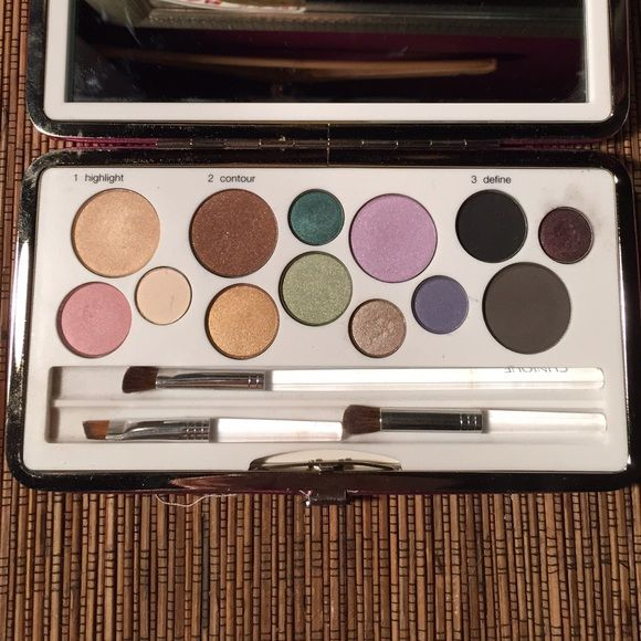 Clinique limited edition palette Brand new Clinique palette. Never used just swatched. Combination of pretty pinks, blues, greens, Browns, and neutrals. Includes 3 brushes. Clinique Makeup Eyeshadow