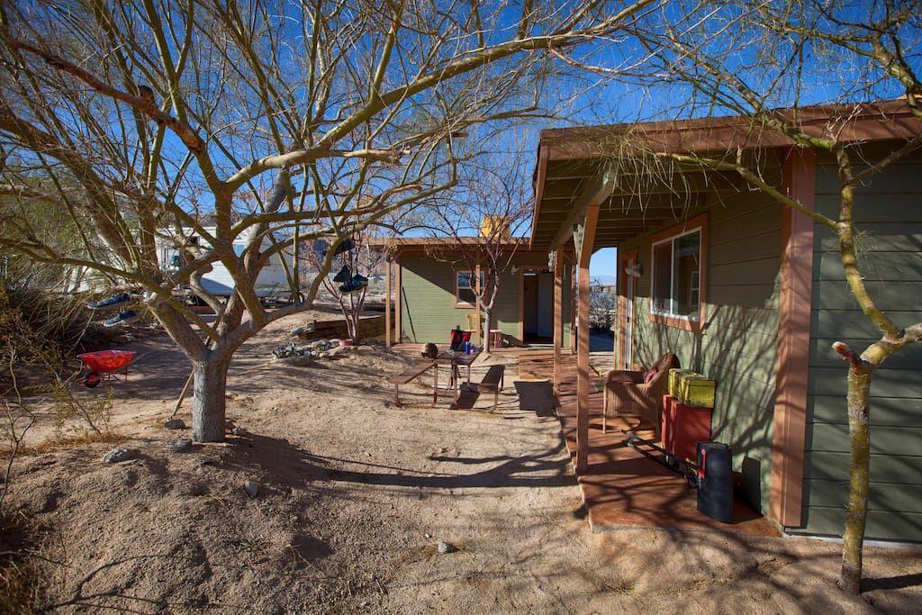 """""""Twin Tanks"""" Desert Homestead Cabin Houses for Rent in"""