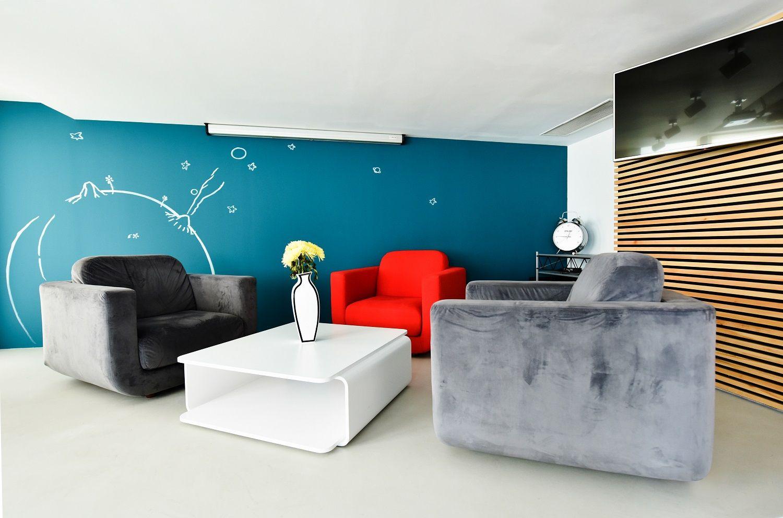 Dove le pareti sono colorate e gli arredi di design for Pareti colorate particolari