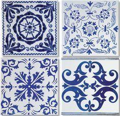 mosaico de azulejos decoram paredes e mesas casa