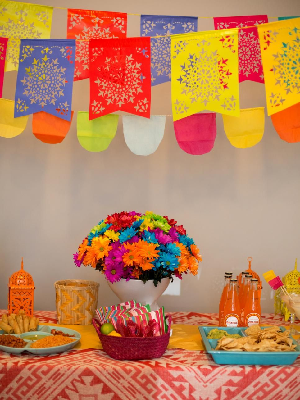 How to throw a fiesta style gender reveal baby shower for How to throw a big party