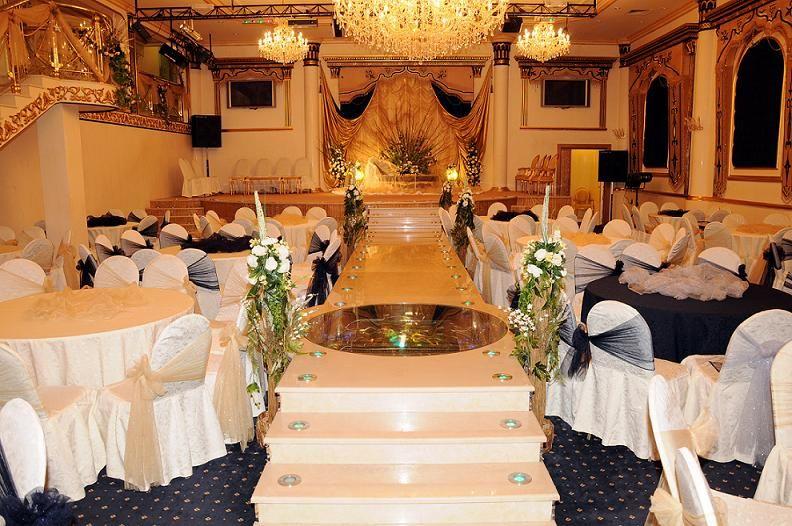 قاعة افراح بحي الروضة بمدينة جدة Table Decorations Decor Hall