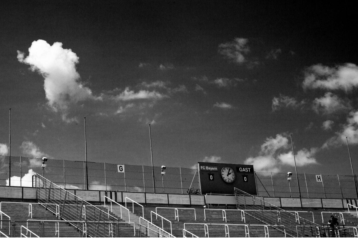 صورة عالية الدقة خالية من كرة القدم ملعب لكرة القدم أبيض وأسود ميونيخ بافاريا أسود ج Photo Road Concert