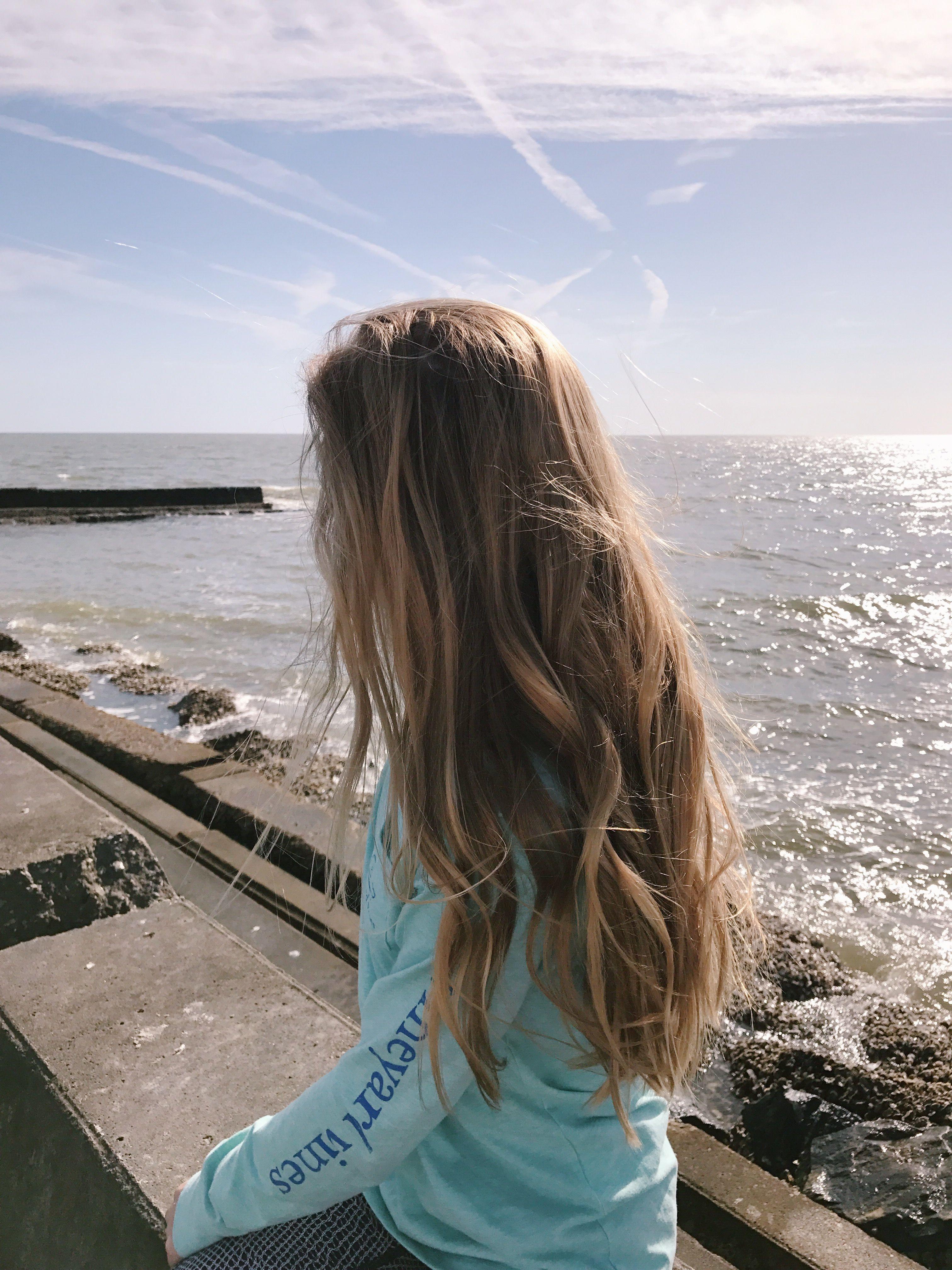 Картинки сзади девушка с русыми волосами