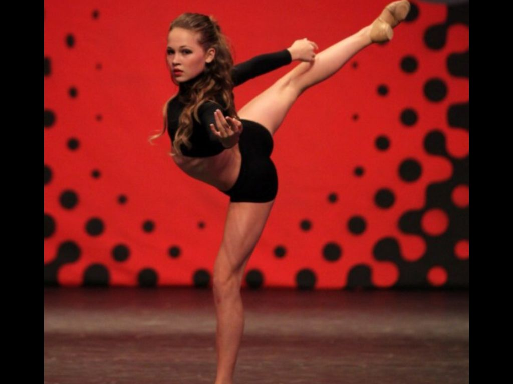 She S Sooooo Flexible It S Amazing Kelli Berglund