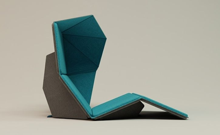 Resmo Folding Airport Chair in Upright Position with Privacy