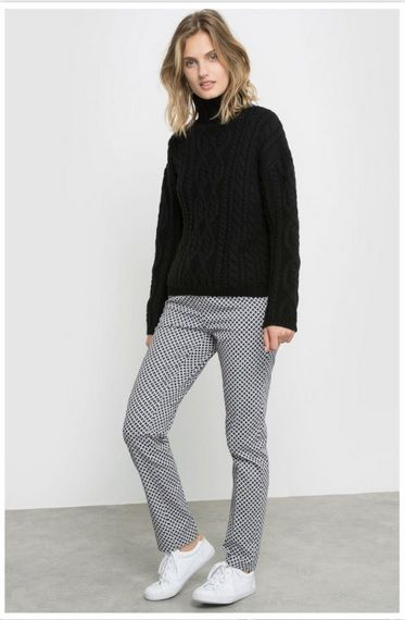 Black sweater+black and white printed pants+white sneakers. Fall Outfit 2016