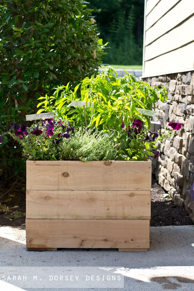 sarah m. dorsey designs: Easy DIY Cedar Planter   Home DIY ...