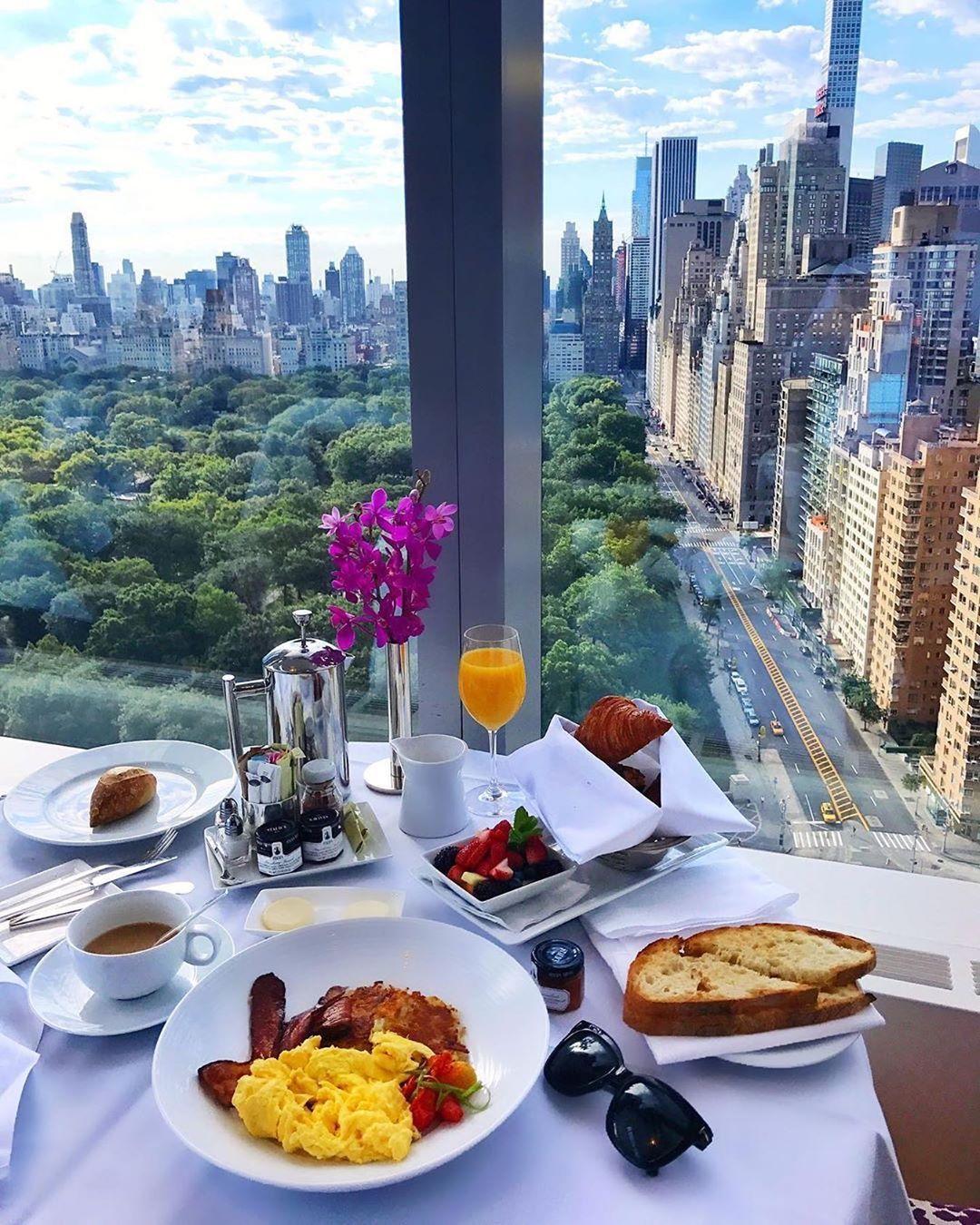Te Imaginas Un Desayuno Con Vista Al Central Park In 2020 Breakfast Around The World New York Food Hotel Breakfast Buffet