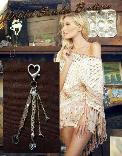 """Bag charm made by """"Delilah Sieraden Boutique"""" https://www.oorbellenboutique.nl #bagcharm #feathers #bohochic #festival #hippie #fashion #boho #bohemian #gypsy #bohofashion #jewelry #musthave #bohochicstyle #gypsysouls #sieraden #beautiful #delilahsieradenboutique"""
