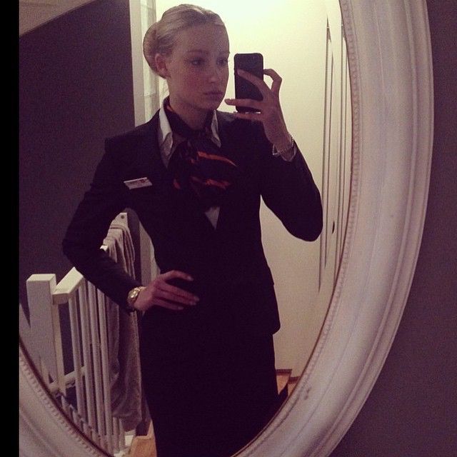 @esmeehazelaar #flightattendant #stewardess #cabincrew #crewlife #flightcrew #wow #flygirl