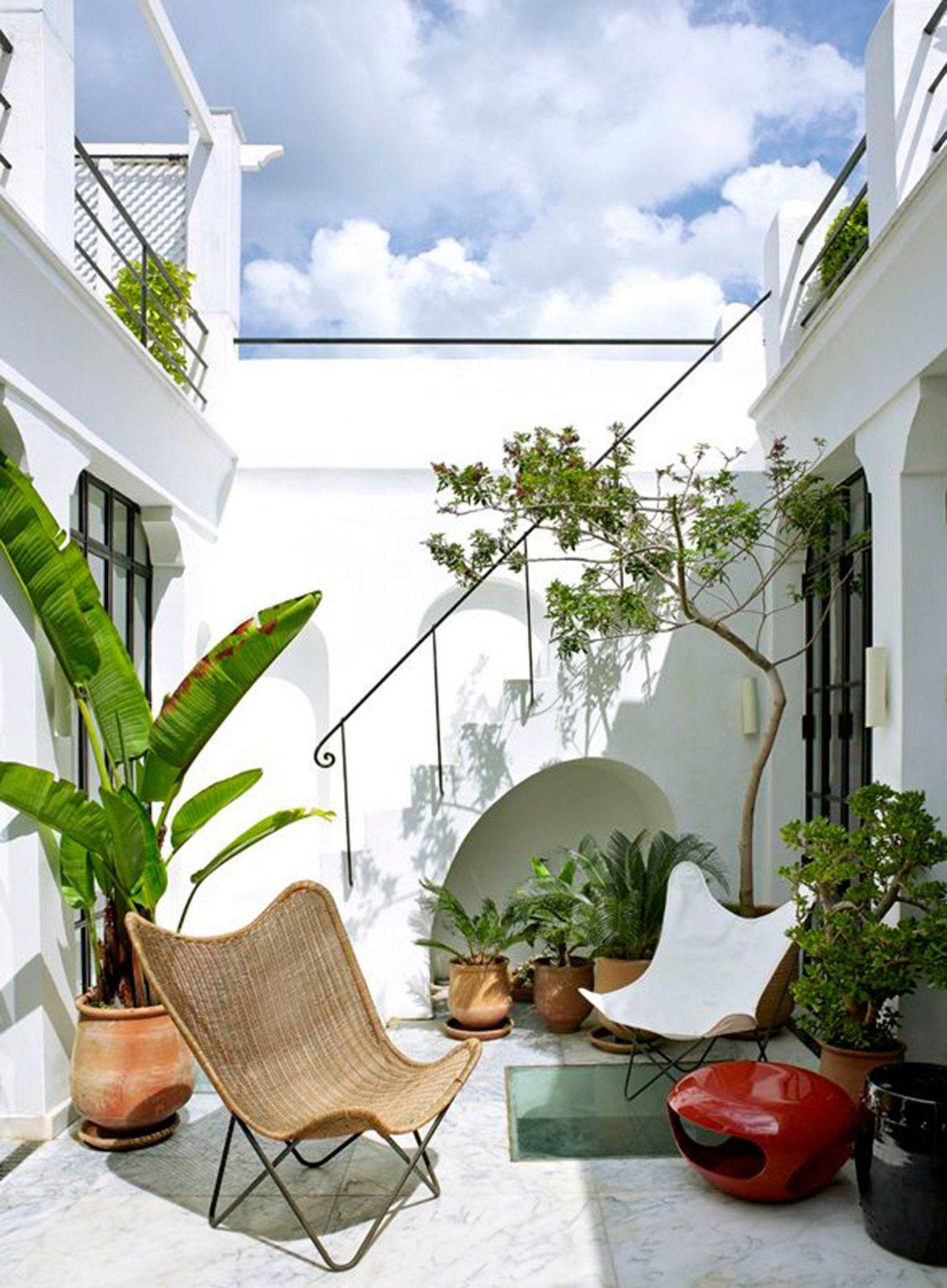 patio maison id es d co pour cour int rieure. Black Bedroom Furniture Sets. Home Design Ideas