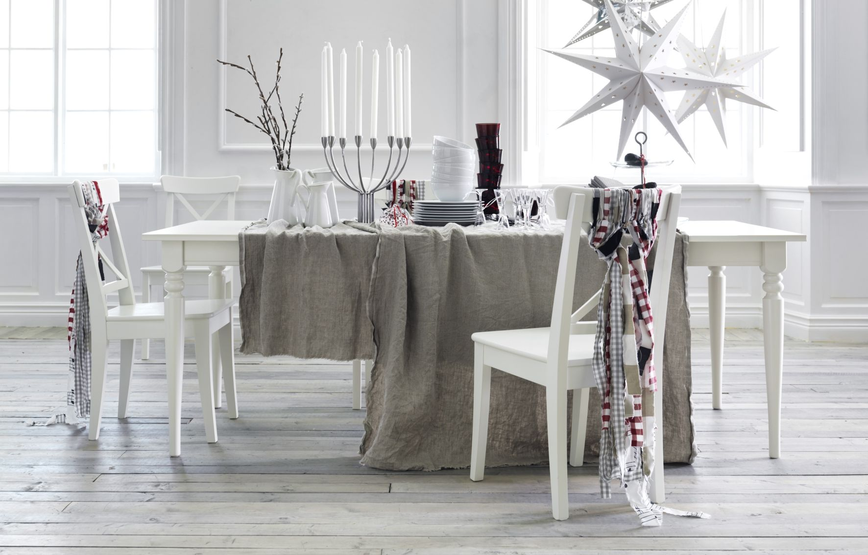Ingatorp 39 s dining table is a classy centerpiece and an for Tavoli ikea allungabili