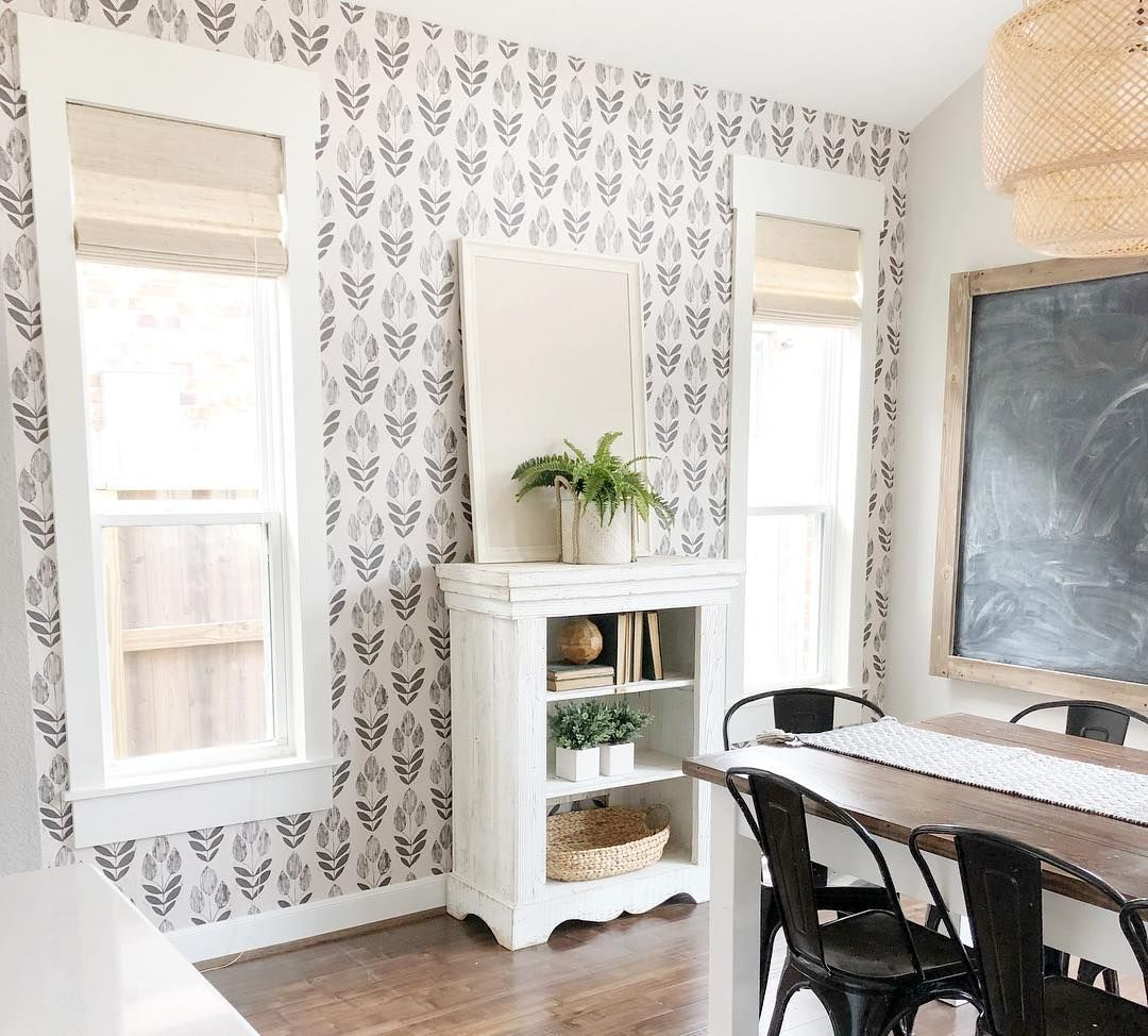 Still trying to figure out what I want hung on our new accent wall! 🤔 any suggestions welcome ;) (wallpaper from @d.marieinteriors) . . #homedecor #home #decor #bhghome #liketoknowithome #ltkhome #wallpaper #fixerupper #diy #interiors #homeinspo #countryliving #houseandhome #texasblogger #myhousebeautiful #interiordesign #design #interiors #homegoodshappy #christmaspresents #betterhomesandgardens #fixerupper #wallpaper #diningroominspo #diningroom