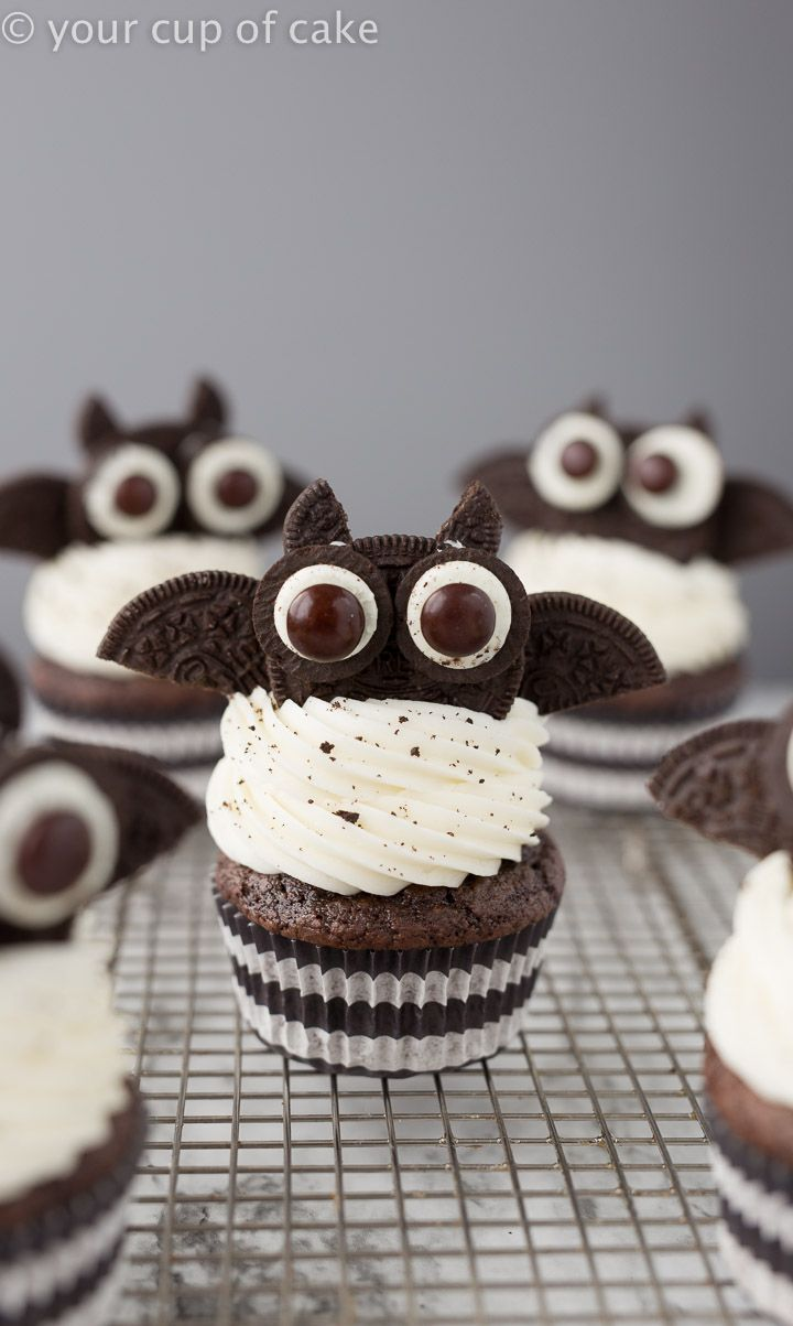 Oreo Bat Cupcakes for Halloween, cute, spooky and kid friendly! #halloweencupcakes