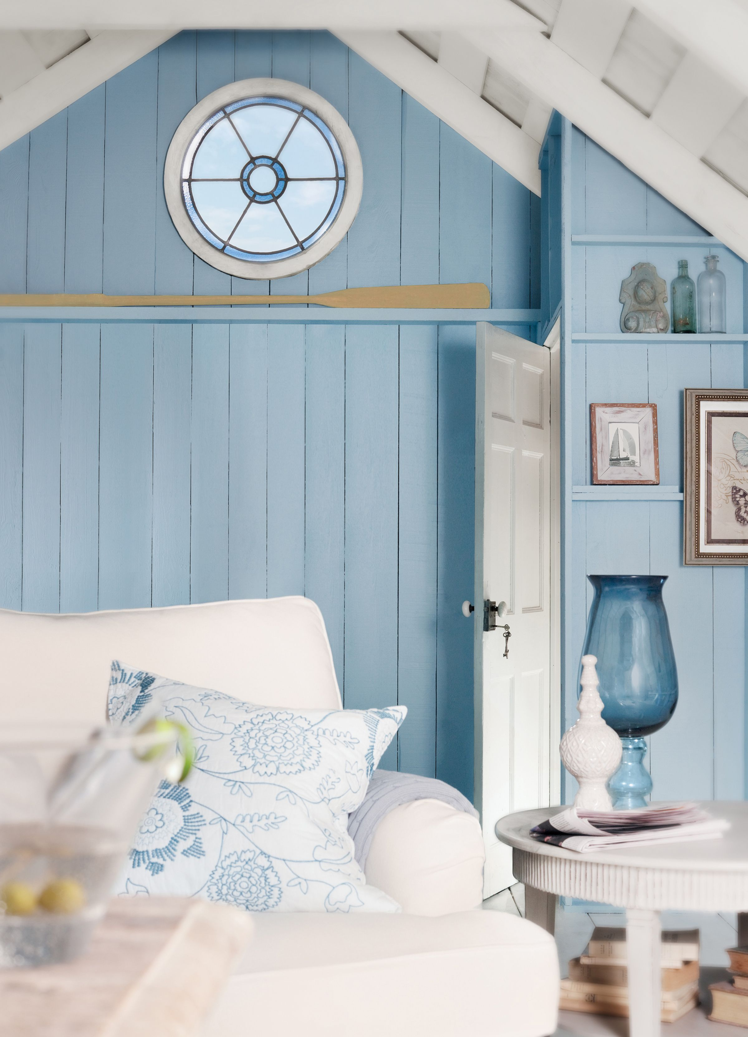 The Oar Great Stained Gl Window Against Ocean Blue Wall Give Such A Casual Beachy Feel