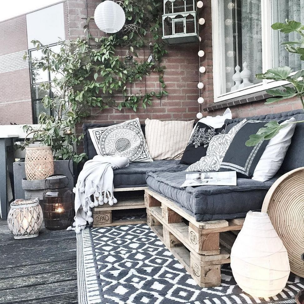 35+ Awesome Pallet Wood Patio Furniture Ideas #apartmentbalconygarden