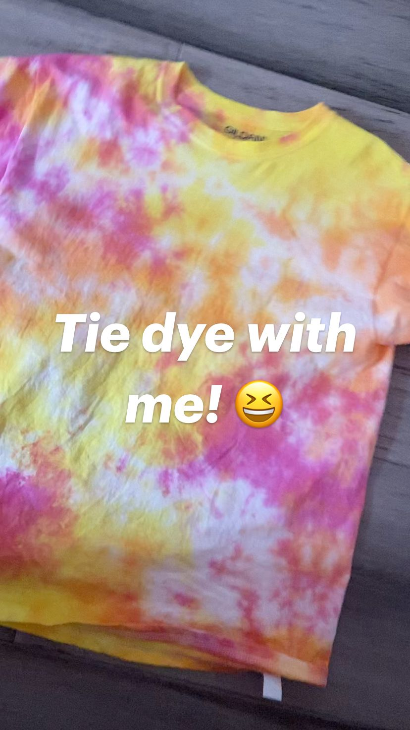 Tie dye with me! 😆
