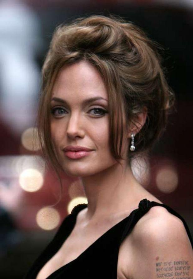 Choucroute Style Photos Angelina Jolie 38 Looks Pour Ses 38 Ans Gala Coiffure Coiffures Retro Angelina Jolie