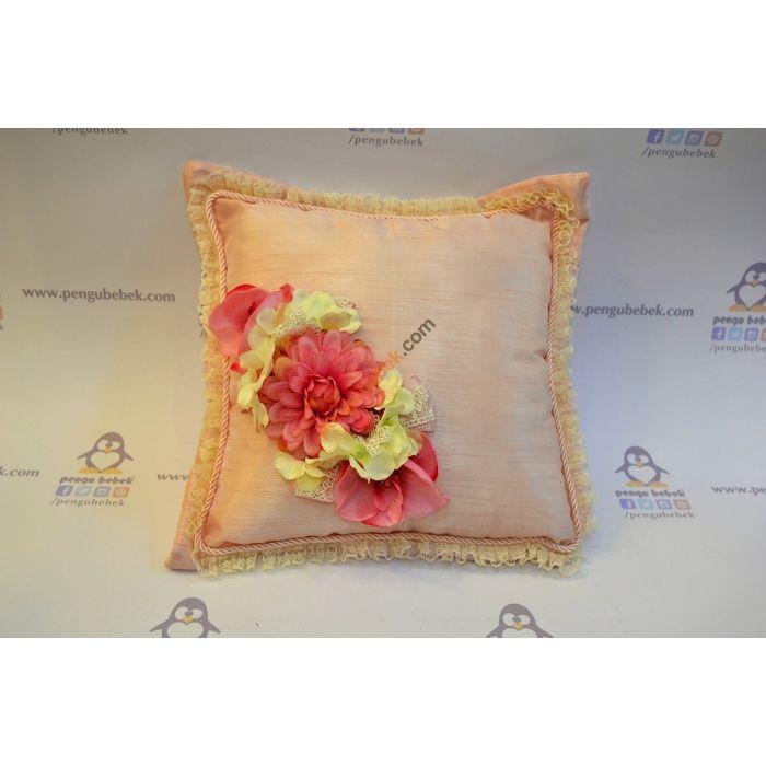 Çiçekler Takı Yastığı, Yine çok şık danteller ve çiçeklerle sade ve zarif bir yastık hazırladık.  Pengu Bebek