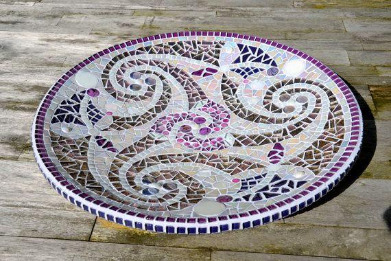 Paarse schaal glasmozaiek met Keltish patroon