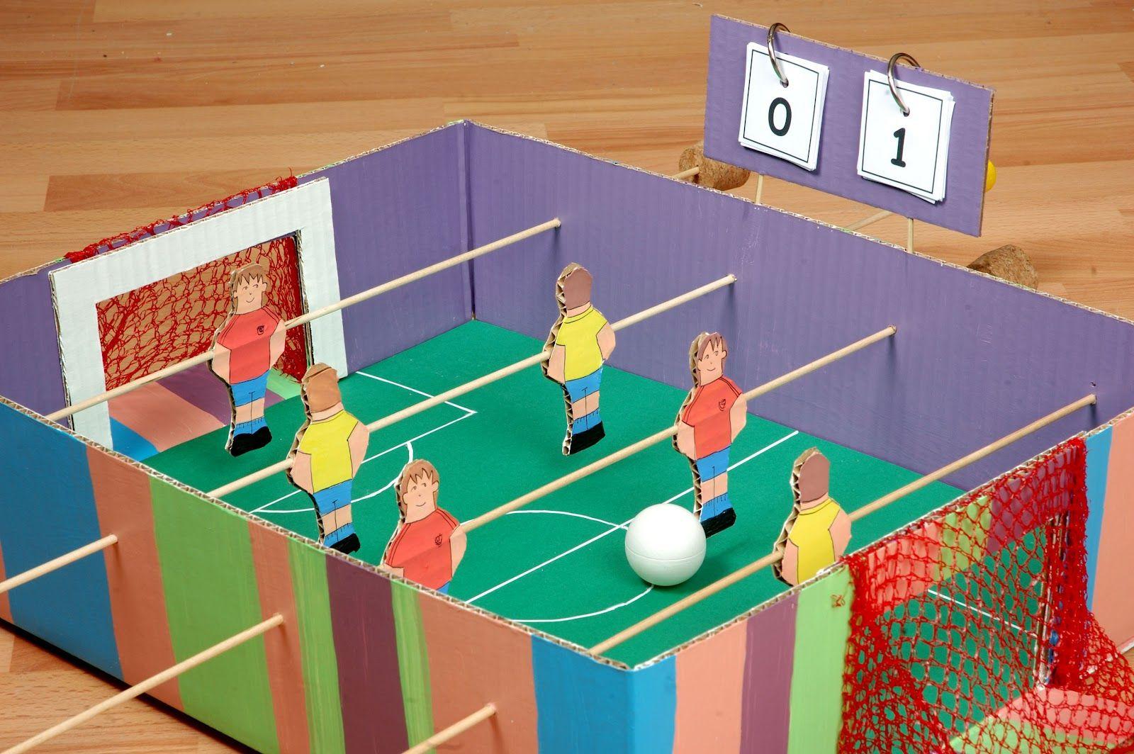 Como Hacer Un Futbolin Realizando Manualidades Para Ninos Manualidadesparaninos Manualidades Juegos Y Juguetes Juguetes Con Material Reciclado