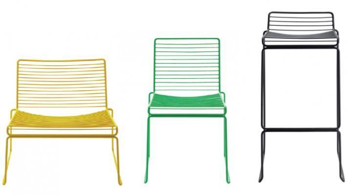 Hee - Uma releitura contemporânea de um clássico do design - a cadeira Aramada, integra a coleção do renomado estúdio Hay.