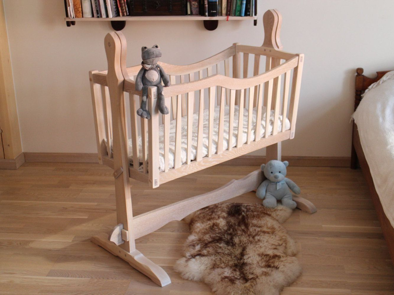 Adorable Swinging Crib For Your Baby