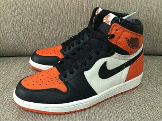 Halloween air jordan 1