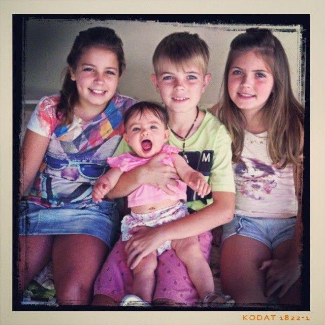 @florencavilarinho - Parabéns pros titios! #birthday #family... - EnjoyGram