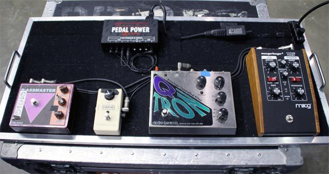 rig rundown red hot chili peppers 39 flea bass guitar guitar pedals pedalboard guitar rig. Black Bedroom Furniture Sets. Home Design Ideas