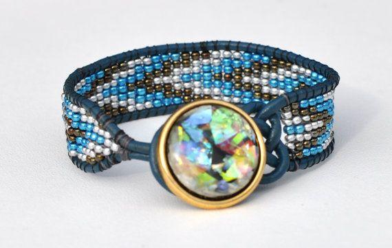 Celtic knot leather bracelet. Wrap bracelet. Beaded von BerlinBijou