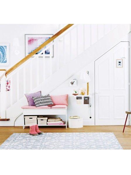 Unter der Treppe: Stauraum für Schrägen