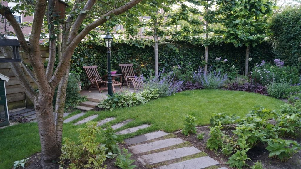 Romantische tuin met zonneterras ontwerp en foto vicas tuinontwerpen stijl en - Tuin ontwerp foto ...
