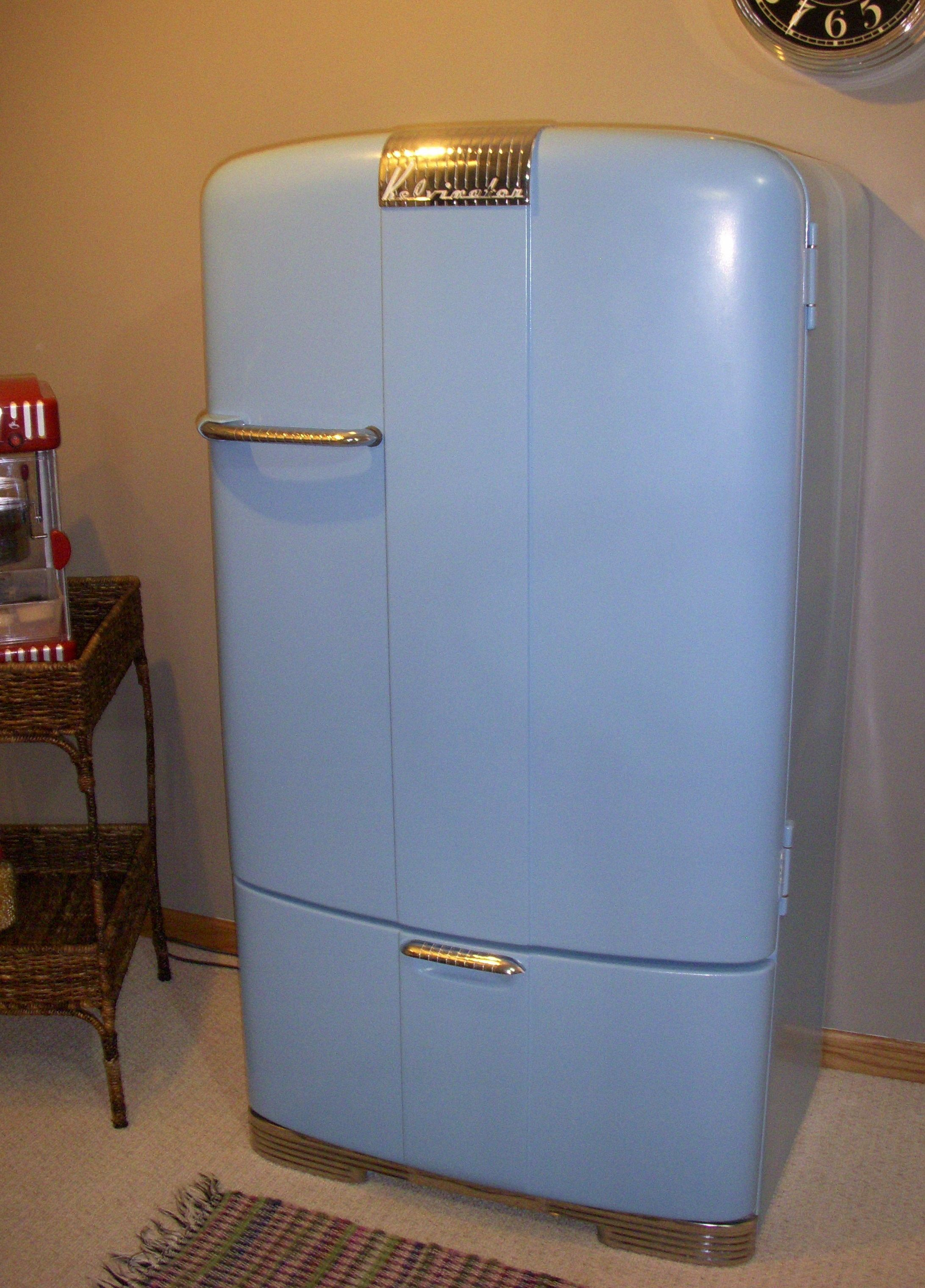 Old Kelvinator refrigerator ~ We had a white one way back when ...