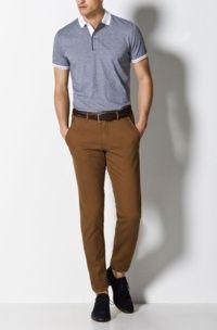 Look masculino com camisa Polo, calça jeans preta e bota