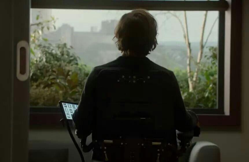 """"""" Avrei voluto provare compassione per lui. Lo volevo davvero. Nei momenti in cui lo vedevo fissare fuori dalla finestra, pensavo che fosse la persona più triste che avessi mai conosciuto. Se fossi stata in Will, probabilmente anch'io mi sarei sentita molto infelice. """""""