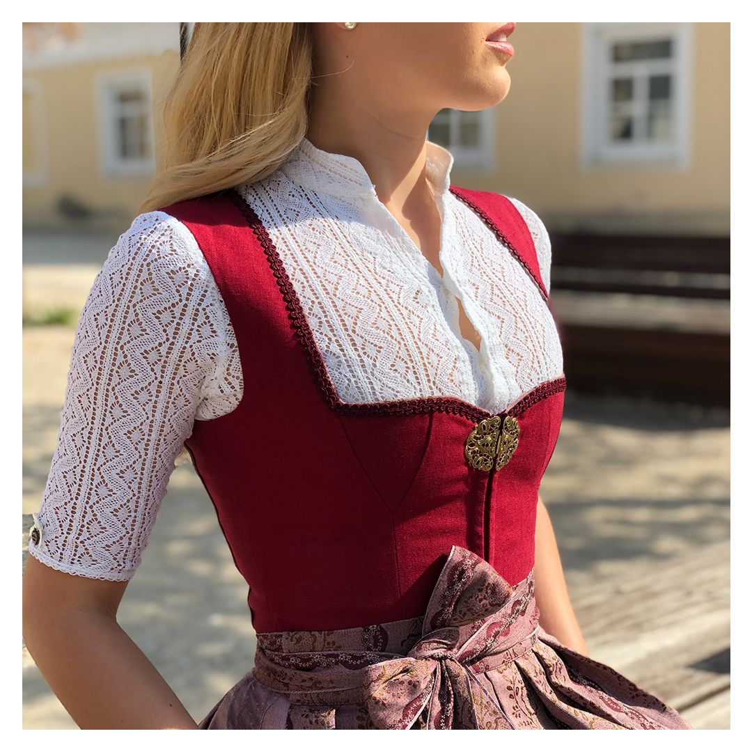 Photo of Rotes Dirndl Carla